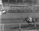 Seabiscuit and Ligaroti go head-to-head.